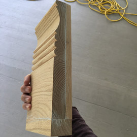 монтаж деревянного плинтуса