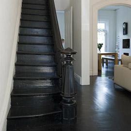 покраска деревянной лестницы