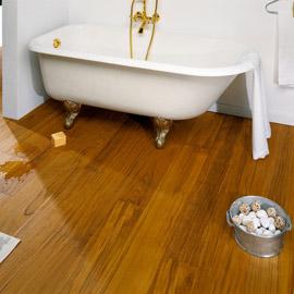 монтаж паркета в ванной