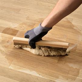 шпаклевать щели в полу